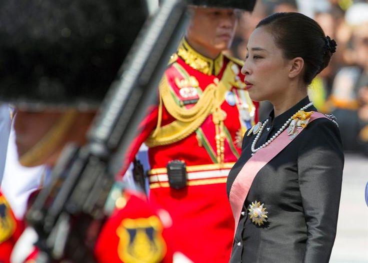 Concluyen las exequias del rey Bhumibol de Tailandia a las que asistió la reina Sofía