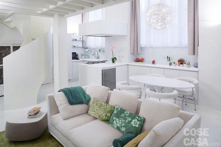 Pi di 25 fantastiche idee su interni case piccole su for Piccola cucina a concetto aperto