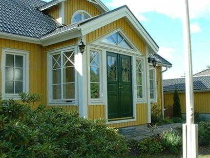 En förstekvist som en liten veranda!