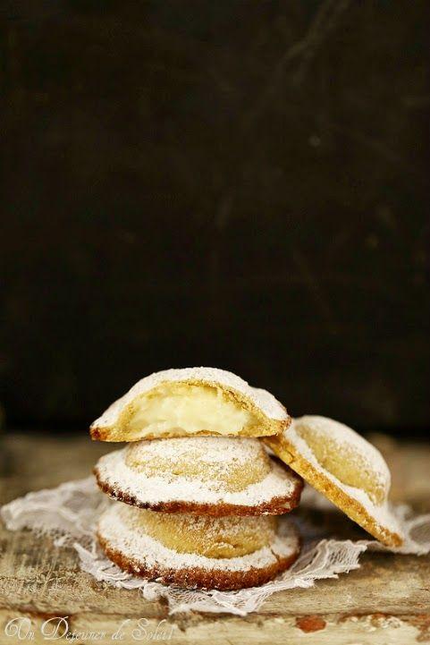 Genovesi : chaussons farcis à la crème patissiere typiques de Erice en Sicile ©Edda Onorato