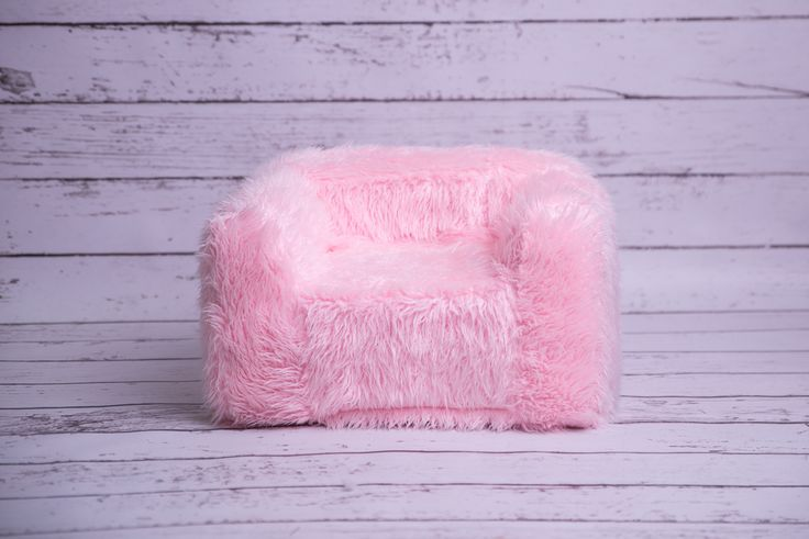 Cover Flokati Fur Pink for Newborn posing couch