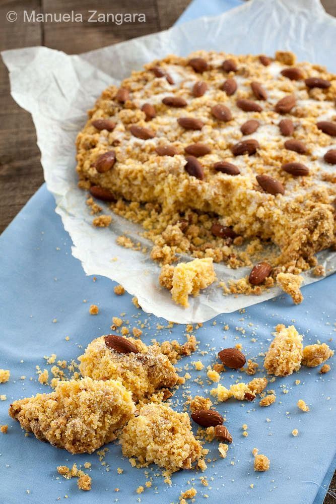 Step-by-step instructions on how to make Sbrisolona, a crumbly cake from the Italian town of Mantua, made with polenta and almonds!