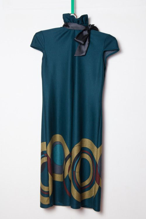 rochie verde cu guler - 50 lei  brand: Pole & Pole lungime: 90 cm bust: 86 cm conditie: purtata o data  ——  dark green mod dress with collar - 12 euros  length: 90 cm bust: 86 cm state: worn once