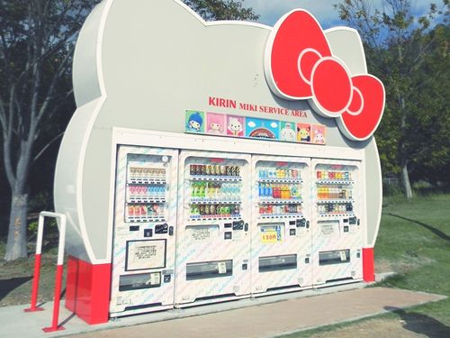 Hello Kitty Vending Machine: I would buy drinks from this vending machine everyday
