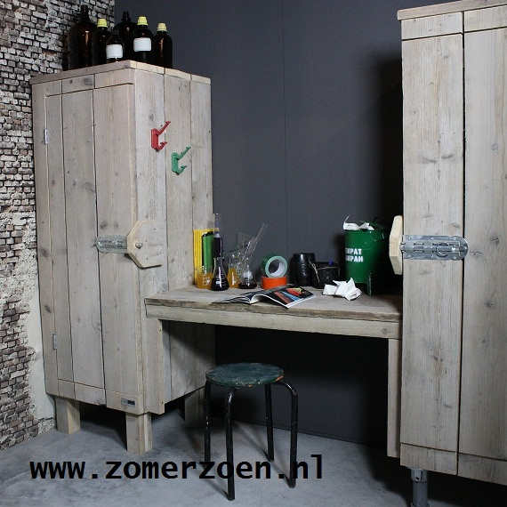 http://www.zomerzoen.nl/bureau-met-kast.html