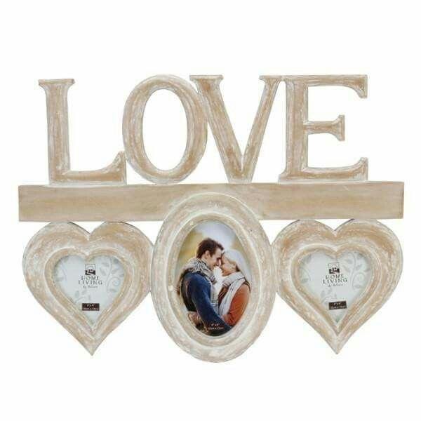 Rama foto de perete vintage poate fi oferita cadou unui cuplu. De ziua iubitului/ iubitei ofera-i aceasta rama pentru a-ti exprima dragostea pe care i-o porti.