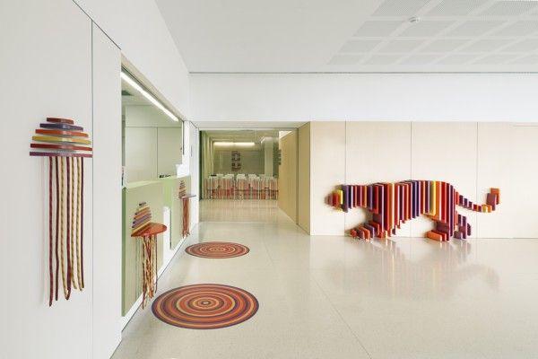 Rai Pinto y Dani Rubio 'esconden' animales en el renovado hospital infantil Sant Joan de Déu de Barcelona.