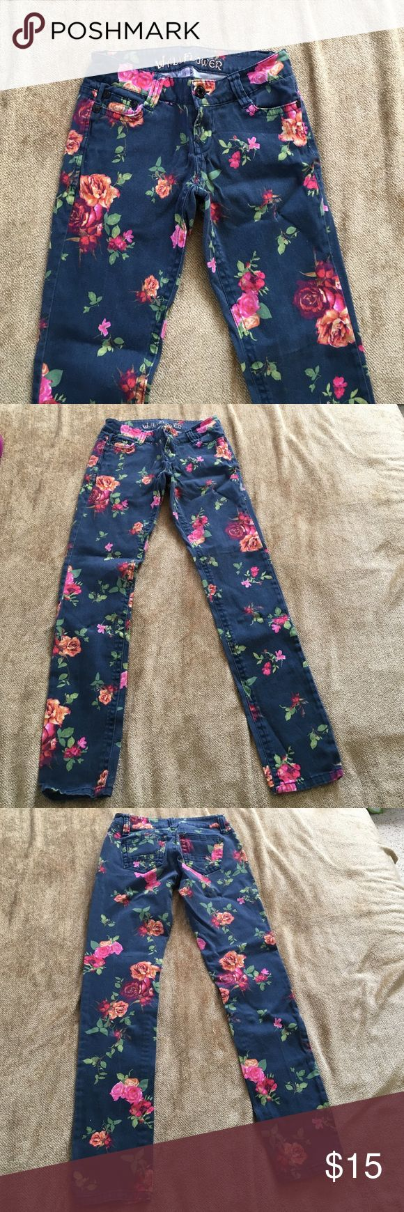 Floral jeans Floral skinny jeans wallflower brand size 1 inseam is 29 inches 98% cotton 2% spandex Wallflower Jeans Skinny