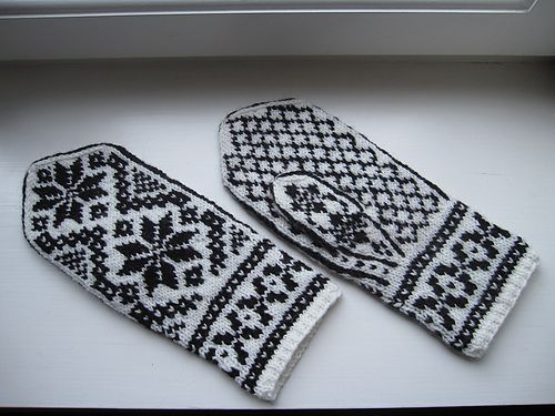 The pattern is based on a pair of traditional Selbu gloves from the 1940's, modified into mittens.
