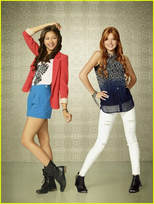 Love Zendaya's outfit in this I say it every time I see it!!!!!
