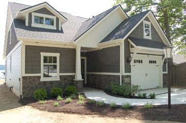 11 best images about facade on pinterest house plans for Cape cod garage doors