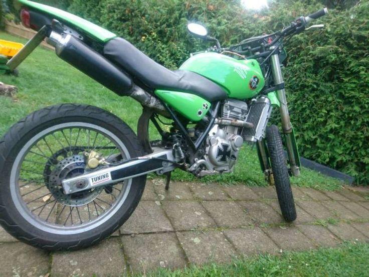 Winterschnäppchen!!!! Verkaufe auf diesem Wege meine wunderschöne MuZ in Kawasaki grün lackiert hat...,125 Mz mit Motorcrosshelm in Sachsen-Anhalt - Gommern