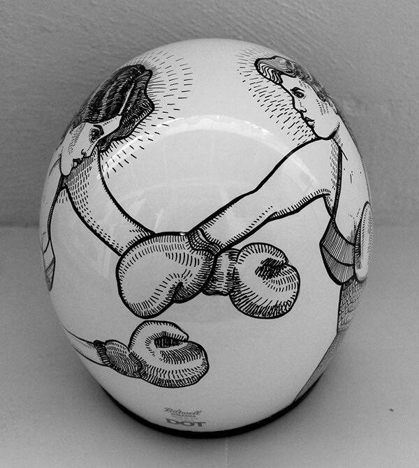 .Un casque très original avec ce côté dessin qu'on adore ! Encore faut-il aimer la boxe ;) #casque #moto
