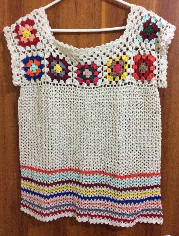 Blusa com squares coloridos.