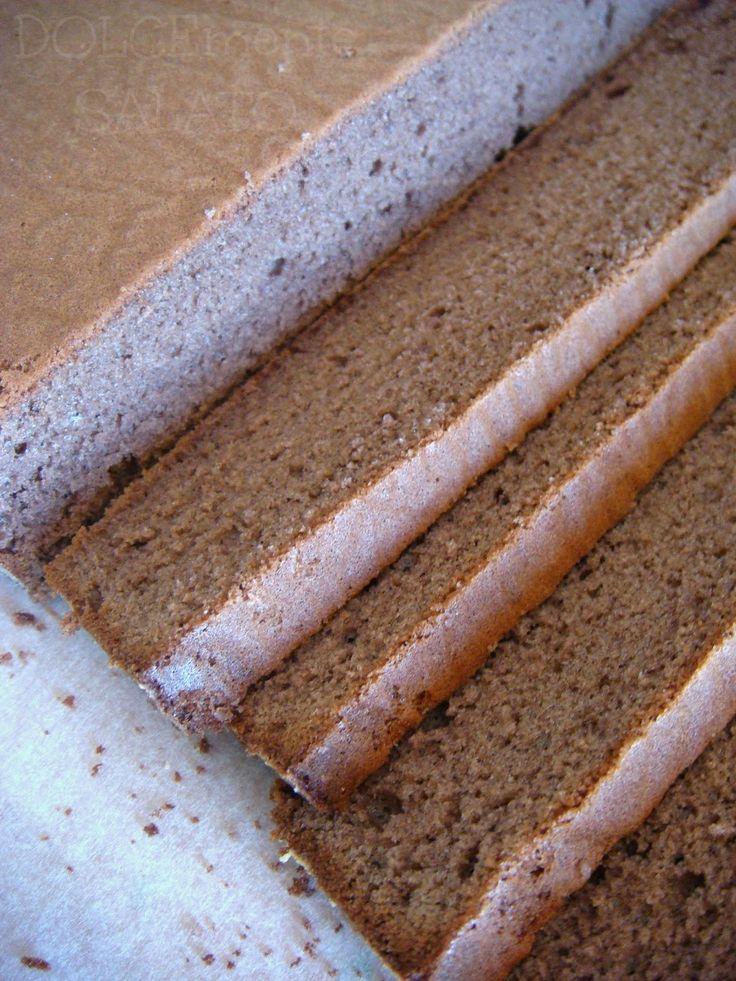 Un pan di Spagna morbido, soffice, meno asciutto dei soliti, decisamente perfetto, come tutte le ricette di Montersino.  Avevo già prova...