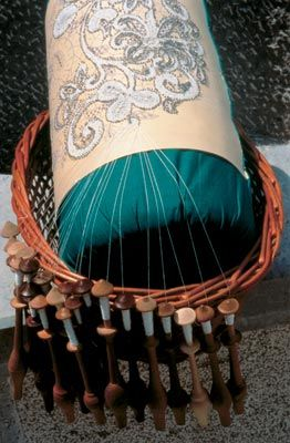 Bobbin Lace Making 101 - A comprehensive guide on how to start with bobbin lacemaking hobby