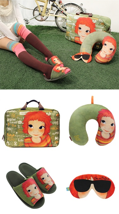Let's meet Traverler's Set.  Holiday Bag & Neck Pillow & Slipper & Sleep Mask