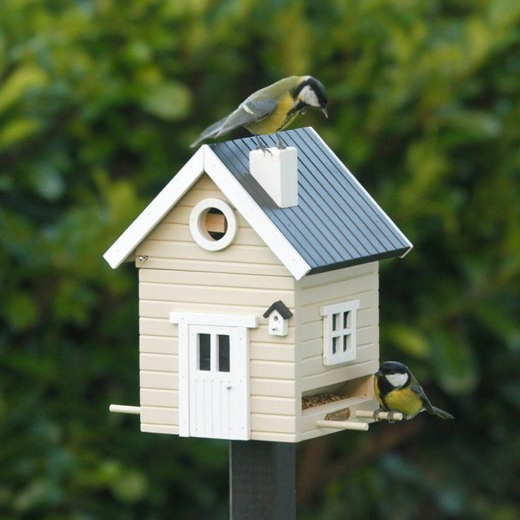 Multifunkční+domeček+Multiholk+slouží+nejen+jako+krmítko,+ale+díky+propracovaným+detailům+se+na+jařepřemění+na+hnízdící+budku+pro+malé+ptáčky.+Navrženo+ve+spolupráci+s+ornitologickými+odborníky.+Domeček+je+nabarven+ekologickými+barvami.Váha:+1kgObjem:+2l