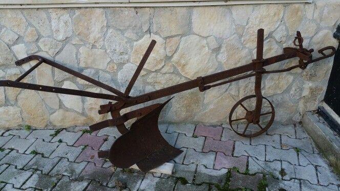 Aratro in ferro antico, Abruzzo Agriturismo Il Portone