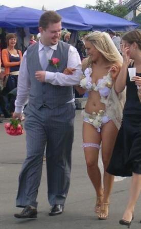 Самое открытое свадебное платье