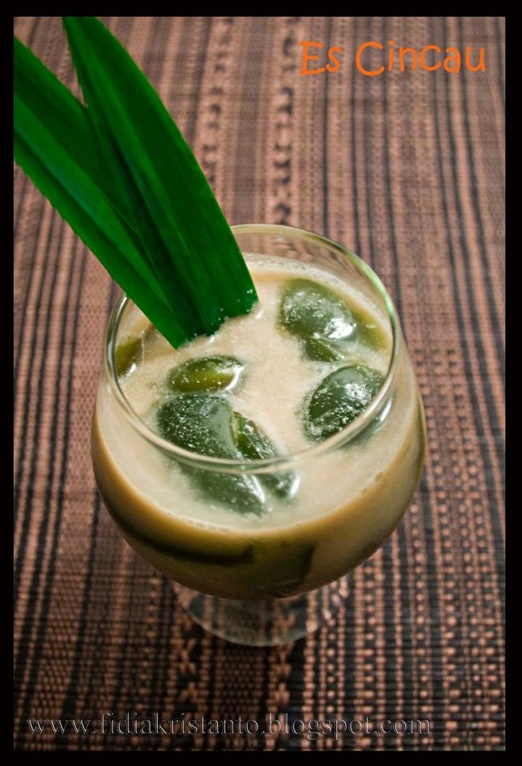 ES CINCAU or CINCAU  NationwideJelly drinkGrass jelly and shredded ice with sugar or syrup.