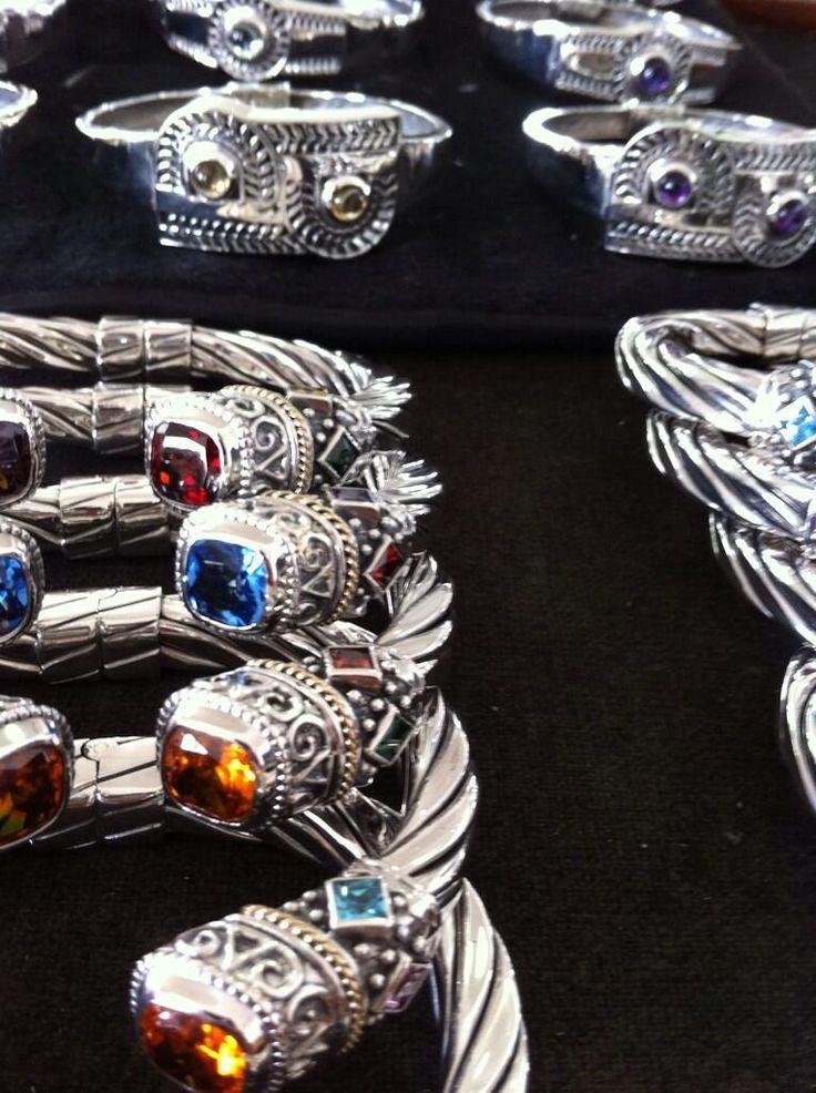 Nuestro modelo de brazalete de torzal más famoso. ¿Cuál es tu color favorito?