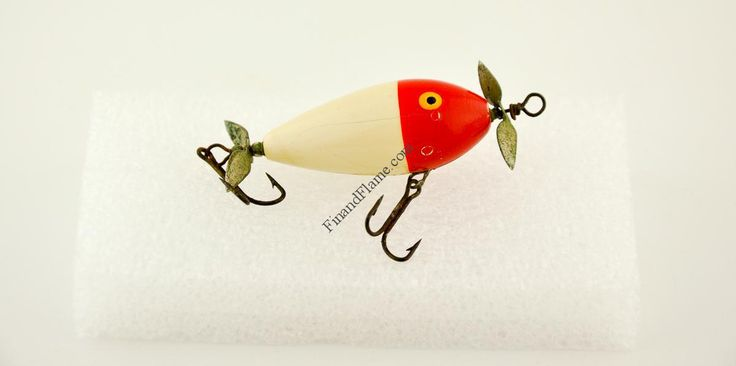 South Bend Fly Rod Surf Oreno Lure - http://www.finandflame.com/south-bend-fly-rod-surf-oreno-lure/ - #AbbeyAndImbrie, #AntiqueLures, #Fishing, #FlyFishing, #History, #SouthBend, #SouthBendFlyRodSurfOrenoLure - South Bend Fly Rod Surf Oreno Lure The South Bend Fly Rod Surf Oreno Lure was a series model 961. Made by the South Bend Bait Company of South Bend, Indiana was first introduced in 1928 and lasted fourteen years through 1942.The antique Fly Rod fishing Lure measures 1