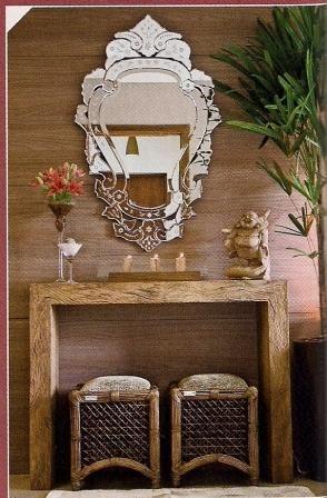 Parede madeira + espelho.