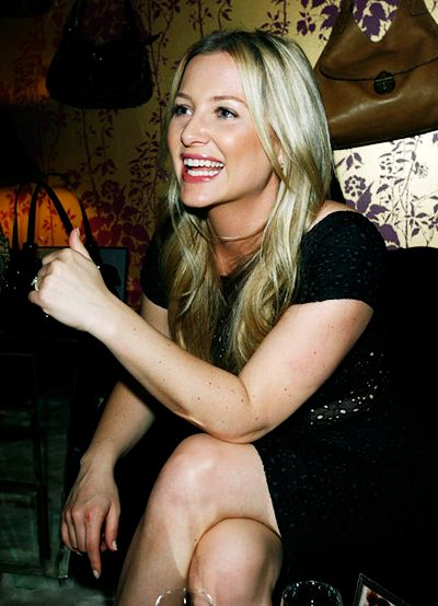 Jessica Capshaw always looks flawless -- love her bronzey subtle makeup here