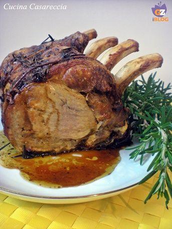 Carrè di maiale al rosmarino ricetta secondi piatti facile da preparare e molto bella da presentare in tavola. Il carrè è la parta posteriore del maiale