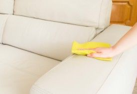 ¿No sabés qué productos para limpiar tapizados usar? ¡Podemos ayudarte! Acá vas a encontrar consejos útiles para limpiar los muebles.