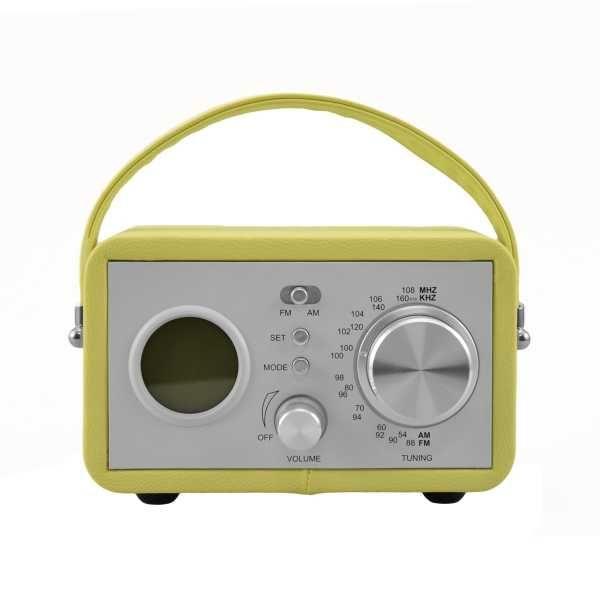 Musique vintage ! Vous allez craquer pour cette radio coloré au look vintage : en acier et simili-cuir. Déco et pratique avec ses fonctions : réveil, radio AM/FM, écran LCD et haut parleur intégré. Fonctionne avec 4 piles AA (non fournies)