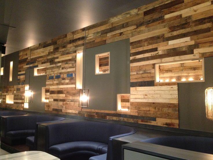Restaurant pallet wall savoie restaurant in san diego created by reconstruct - Mur en bois de palette ...