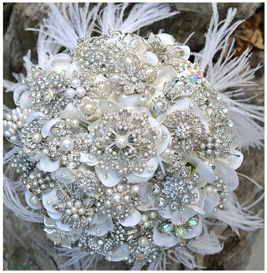 a white sparkling wedding bouquet, just like a dream by www.thewhitelibrary.com