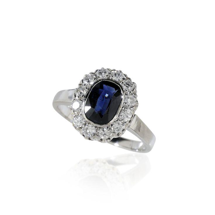 Diamant-Saphir-#Ring mit ovalem 1,72ct #Saphir und 0,47ct Diamanten, Weissgold mehr #vintage #schmuck #verlobungsringe #diamantringe #saphirringe #geschenke zu #weihnachten: https://www.schmuck-boerse.com/index-gold-ringe-2.htm Vintage First & Second Schmuck kaufen - verkaufen durch Gutachter und Sachverständigen im Auftrag von Privat. Aus Erbschaft, Nachlass und Collections-Auflösungen. Privatsammlungen und Adelsbesitz