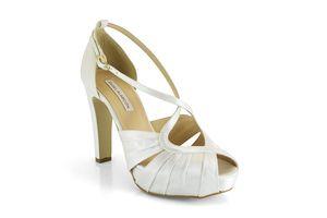 10 zapatos de novia baratos y bonitos que puedes comprar online: Sandalias con tacón y plataforma
