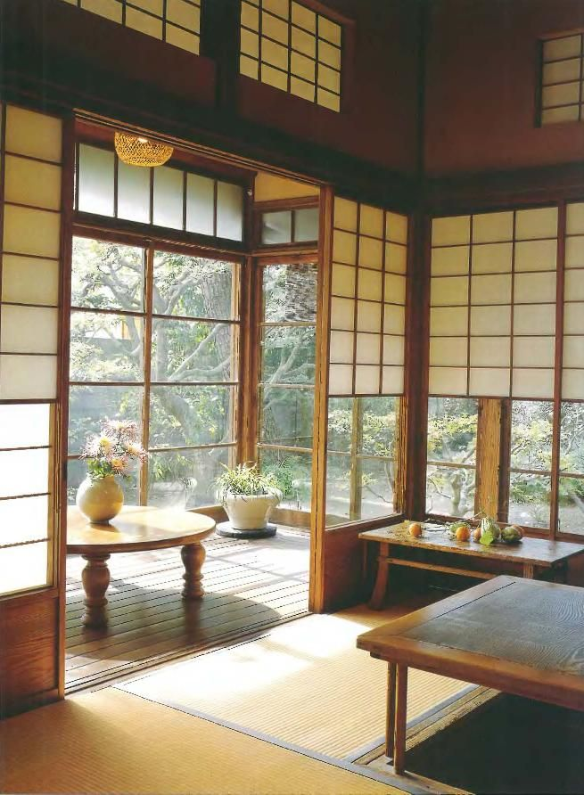 Japanese style interior. I like the combination of screens and windows. The sun room is nice.