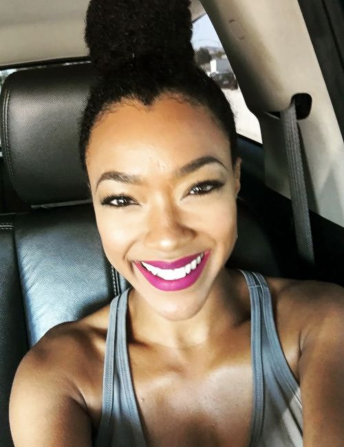 """ therealsonequa: Headed to the telecast for Stand Up To Cancer! Watch it live tonight at 8p/7p CST on ABC, CBS, NBC and FOX as well as multiple cable networks. It'll be streaming online via Yahoo as..."