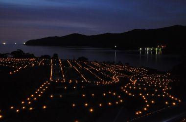 福井県小浜市 田烏の棚田(キャンドルナイト)/ 沖の石を眺める
