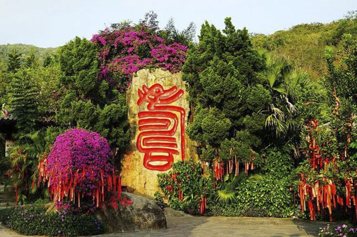 #LongevityValley, one of Sanya's most popular scenic spots, is located in #Sanya #Nanshan #Culture #Tourism Zone. People come here to pray for #health and #longevity for their families.  #Whererefreshingbegins #Culture #SanyaRepin #SanyaHeartstoHearts