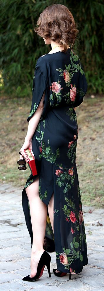 #fall #fashion / black rose print dress