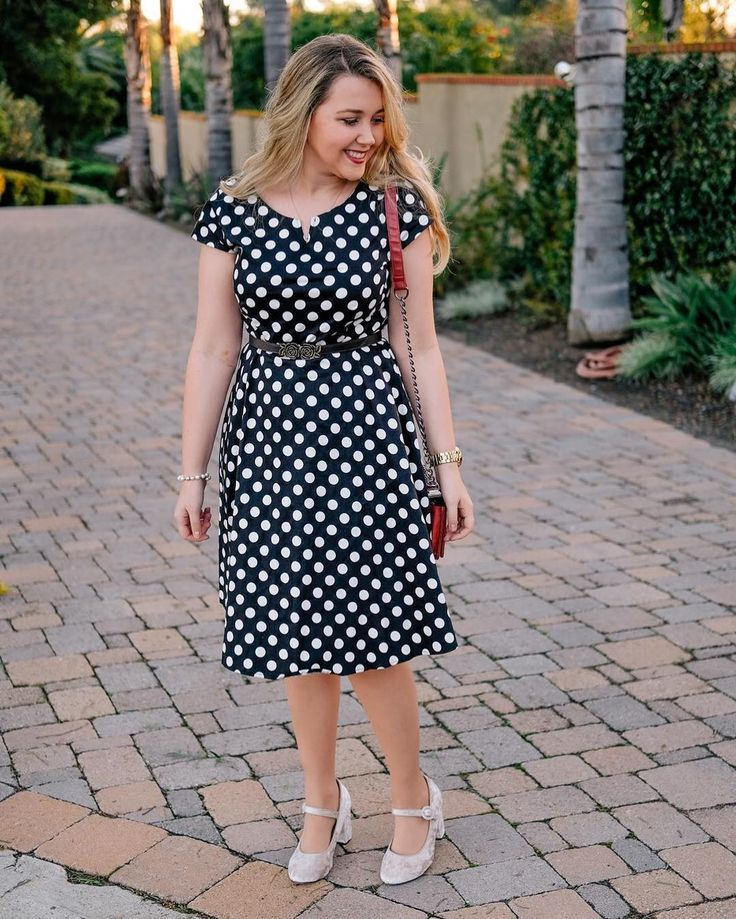 This polkadot dress from #sammydress is less than $20 and there is a direct link to purchase on today's blog post! Also more details available on http://liketk.it/2qtjJ! ----------------------------------------------------------- Poá e muito charmoso né? Esse vestido da Sammydress tem link direto de compra lá no blog mas se vc se cadastrar no liketoknow.it vai receber no seu e-mail uma opção super parecida da Renner que está só R$25! #liketkit @liketoknow.it