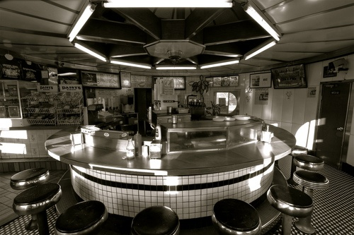 """White Mana, Jersey City, New Jerseyby l_c_m_tt_  Great design and great photo.  From Flickr:    When the White Mana, was originally introduced at the 1939 World's Fair, it was called the """"diner of the future"""" and an """"Introduction to Fast Food."""" It is now a historical landmark.  -Jersey City, New Jersey"""