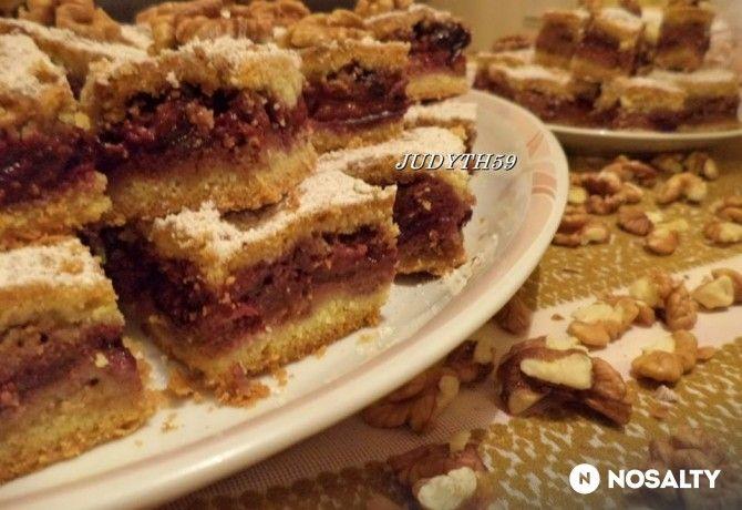 Diómorzsás szilvás sütemény