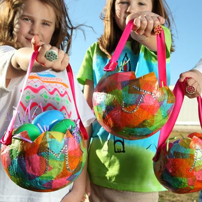 Easter basket with just a balloon, tissue paper and Collage Pauge® Instant Decoupage.