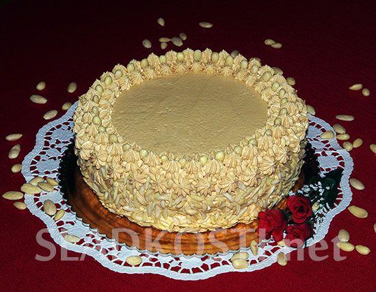 Mandlový dort s karamelovým krémem
