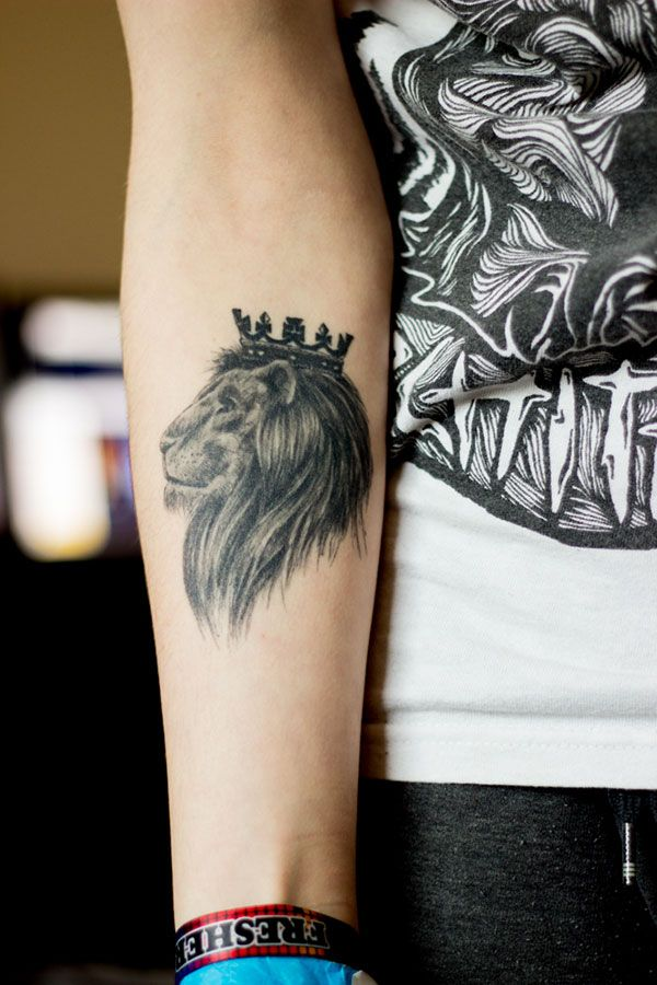 784bc6943 25 awesome lion tattoo desi | We Know How To Do It