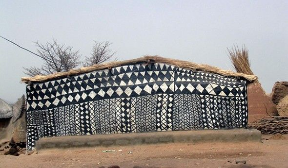 Geometric decorations  Here is an amazing village in the heart of Burkina Faso, still preserved from mass tourism.  This village is one of the royal residence and the nobility of Kassena people who settled the area in the fifteenth century.