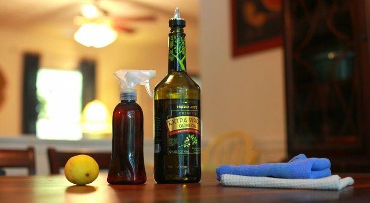 Limpiador de muebles (madera)  2 cditas aceite oliva, 1/2 cdita aceite esencial limon, 1/4 taza vinagre blanco, 1-3/4 taza de agua, botella de spray. Mezclar componentes en el mismo orden, agitar bien. Rociar y después limpiar con un paño suave.
