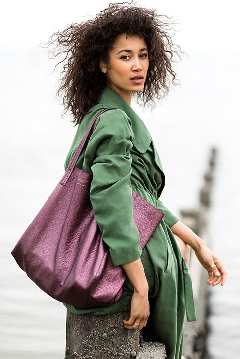 Crafted in rich, supple leather with light pebbling, the Violet Horizontal Tote from Kurt Geiger London brings instant polish to your everyday accessories. Crafted in Italy, this relaxed handbag is roomy enough for even the busiest days.